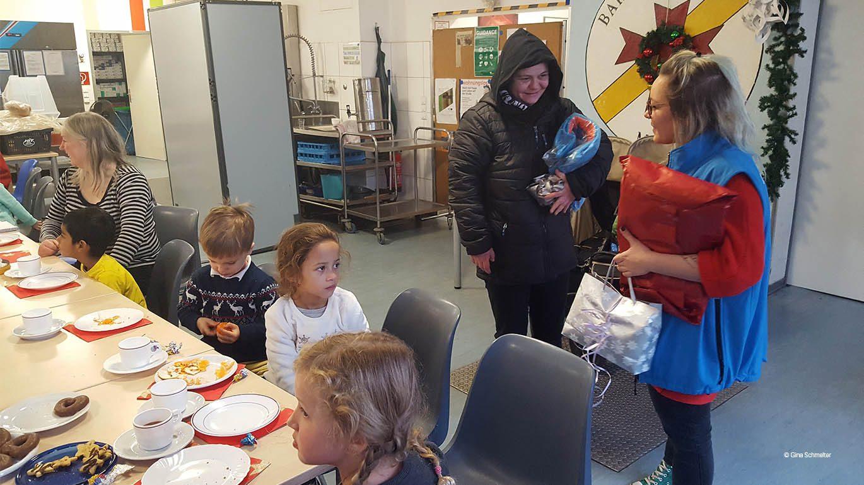 Kinder besuchen die Bahnhofsmission am Zoo