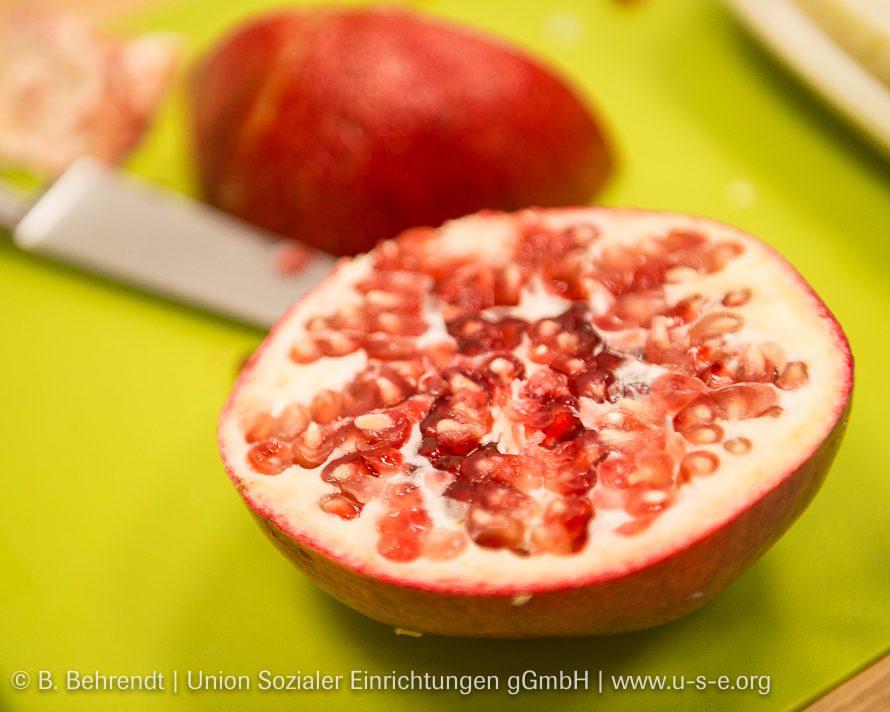 Enthält viele kleine Nährstoffbomben: Der Granatapfel