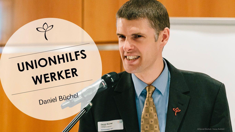 Daniel Büchel redet bei der Weihnachtsfeier im letzten Jahr.
