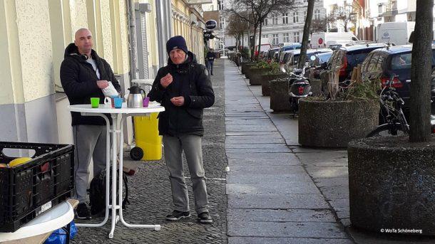 Vor der Wohnungslosentagestätte Schöneberg